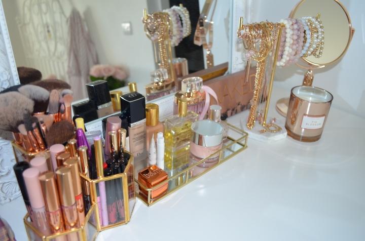 Room tour & how I organize mymakeup